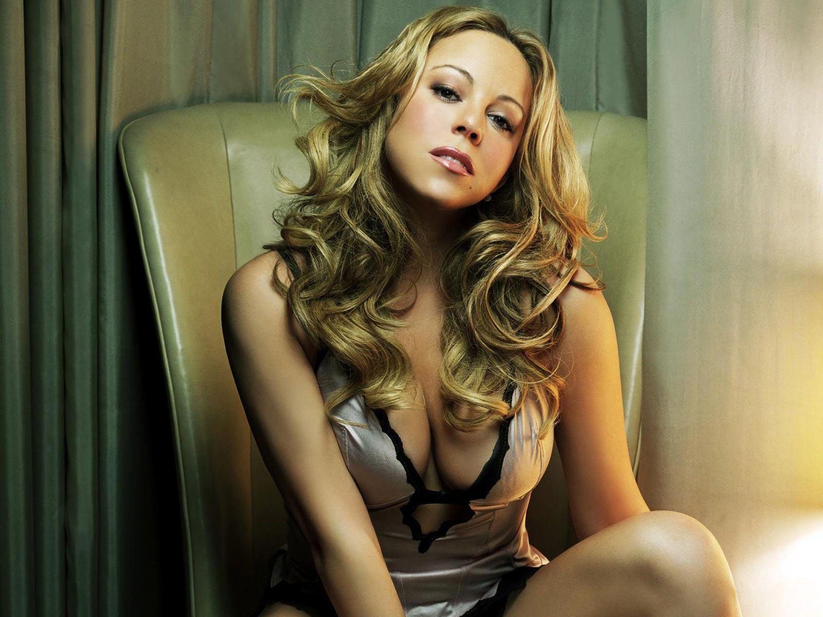 Sexy diva mariah carey shows off her curves in festive - Mariah carey diva ...