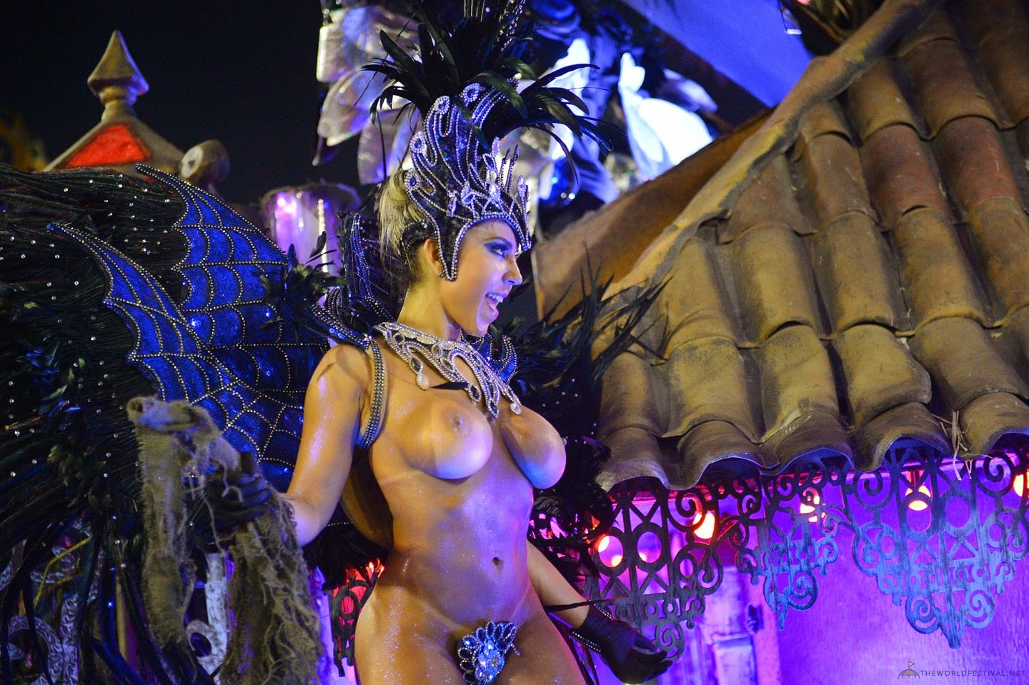girls-naked-in-brazil-carnaval-naked-girls-face-down-asses-up