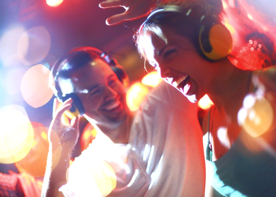 6 ways to survive a party if you don 39 t know anyone cool for House music party