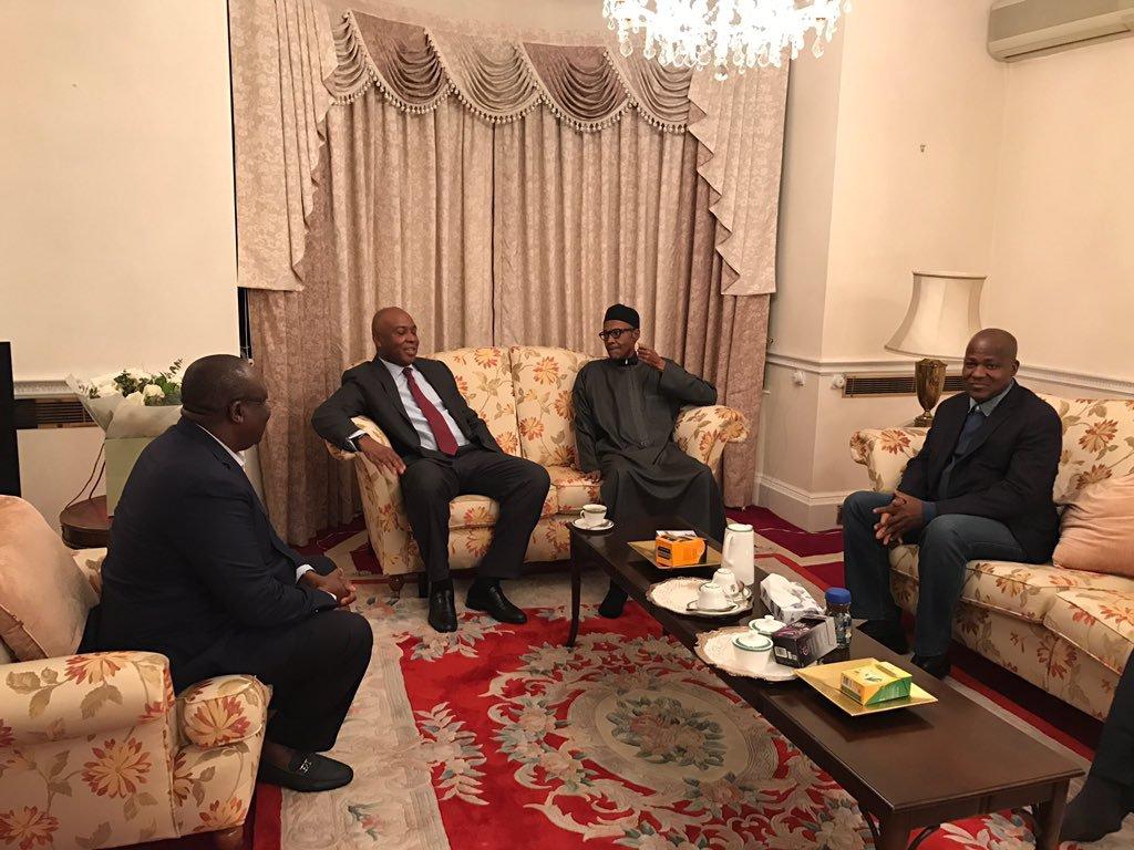 President Muhammadu Buhari (2nd right), Senate President Bukola Saraki, (3rd right), Speaker Yakubu Dogara (right), and Senator Lawan at Abuja House