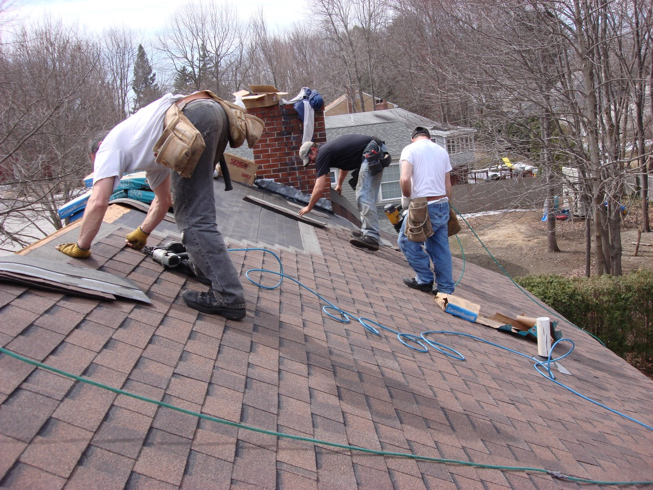 5 things to consider when hiring a roofing contractor for House construction contractors