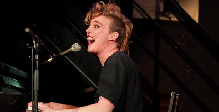 Barbara Weldens, French Singer Dies on Stage